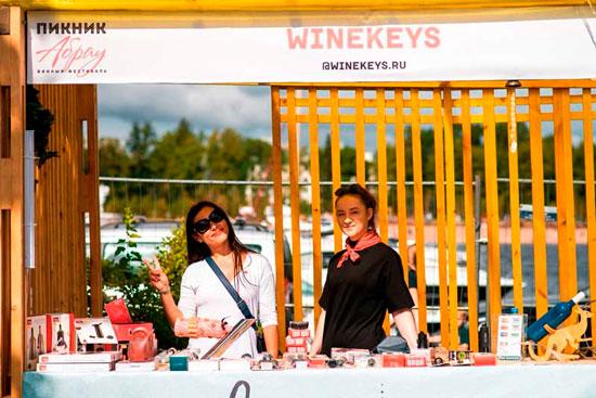 Салон винных шкафов Винкейс на винном фестивале фото