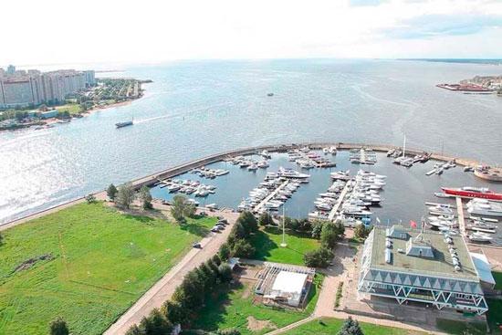 Вид на яхт-клуб фото