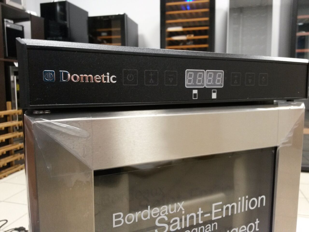 Dometic D15 фасад двери