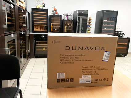 Винный шкаф Dunavox в упаковке фото