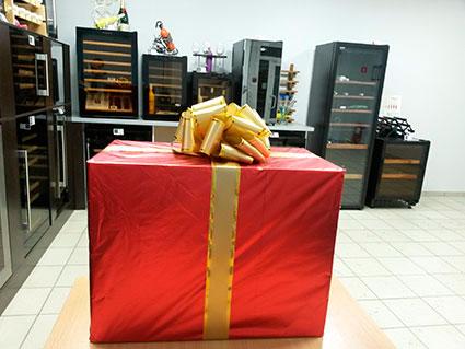 Винный шкаф Dunavox в подарочной упаковке фото