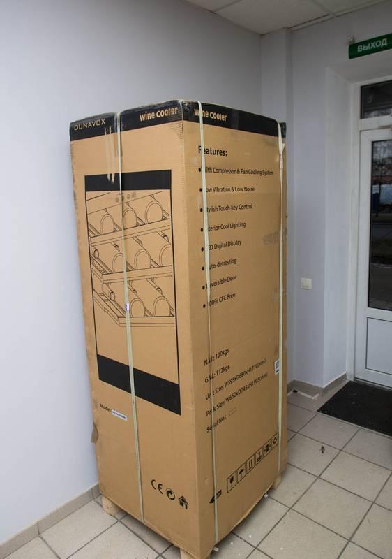 Винный шкаф DX-166.428DBK в упаковке