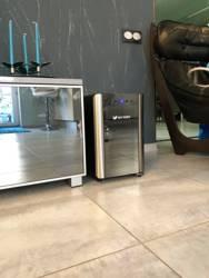 Винный шкаф Kitfort KT-2401 фото в интерьере 2