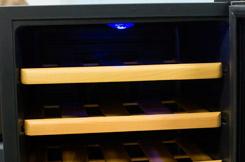 винный шкаф Ecotronic WCM 16TE внутреннее освещение
