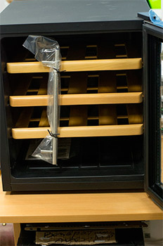 винный шкаф Ecotronic WCM 16TE вид спереди