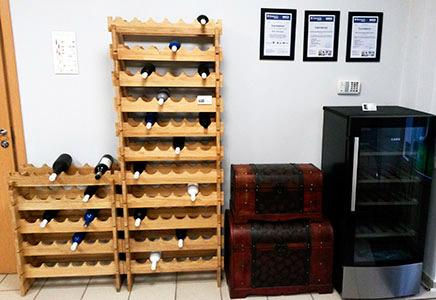 Винные шкафы и стеллажи для вина фото