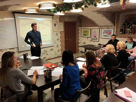 на занятии в винной школе сомелье Игоря Щербатова фото