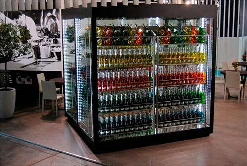 Вертикальное расположение винных бутылок фото